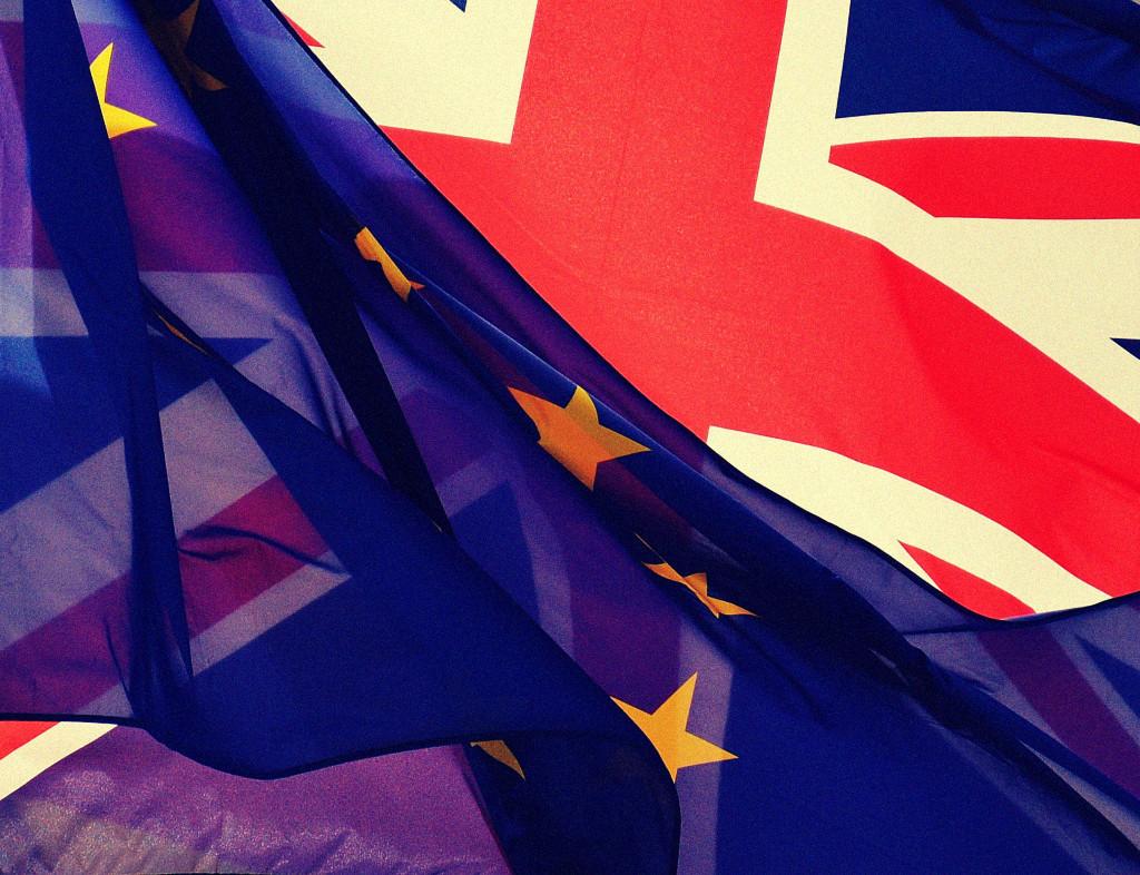 Europa Flagge vor GB Flagge