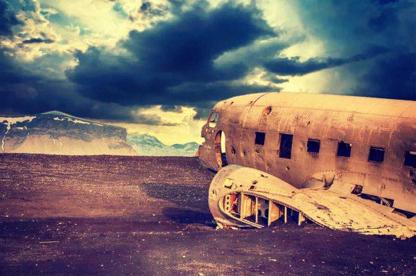 Die Ruine eines Flugzeuges
