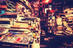 Ein überfüllter Bücherladen