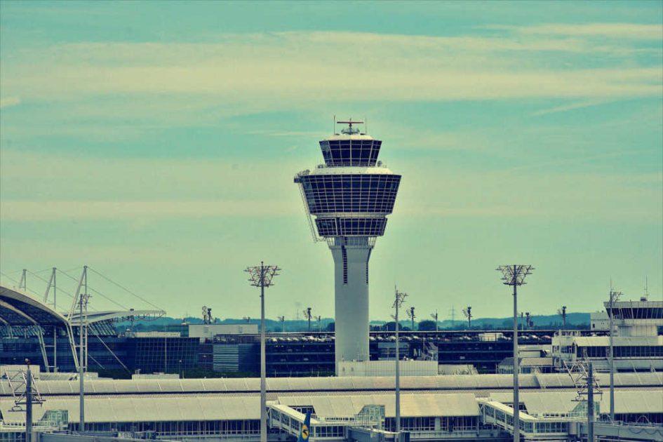 Ein Flughafentower
