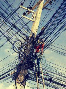 Stromkabelwirrwarr