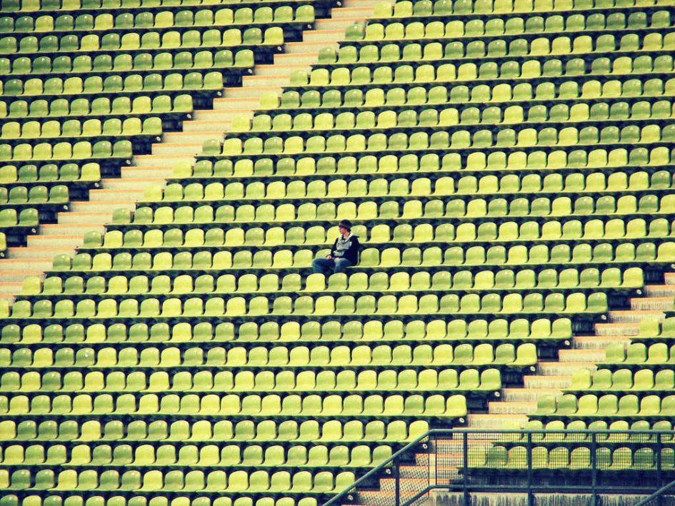 ein fast leeres Stadion