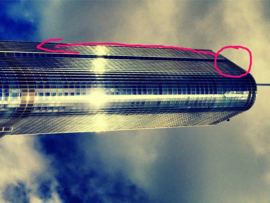 Trump Tower auf der Seite liegend