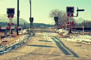 einsamer Bahnübergang