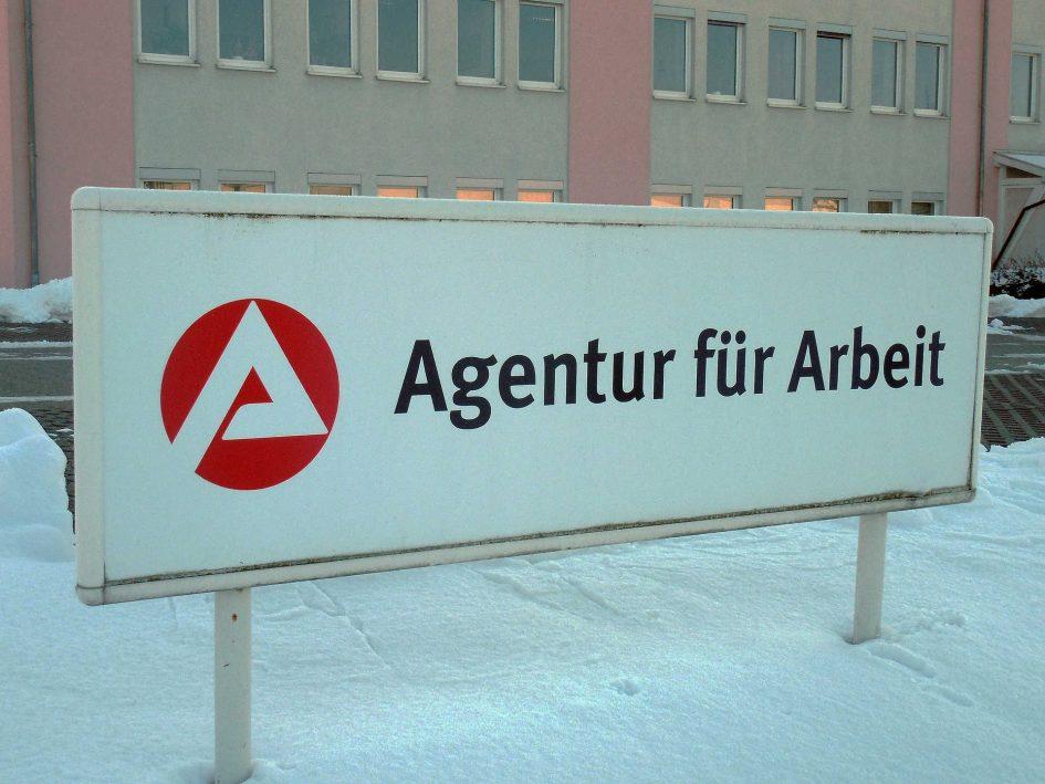 Schild der Arbeitsagentur