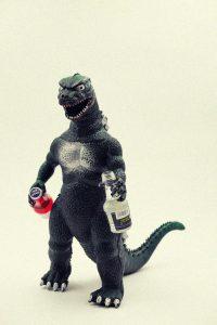Godzilla mit Schnapsflaschen