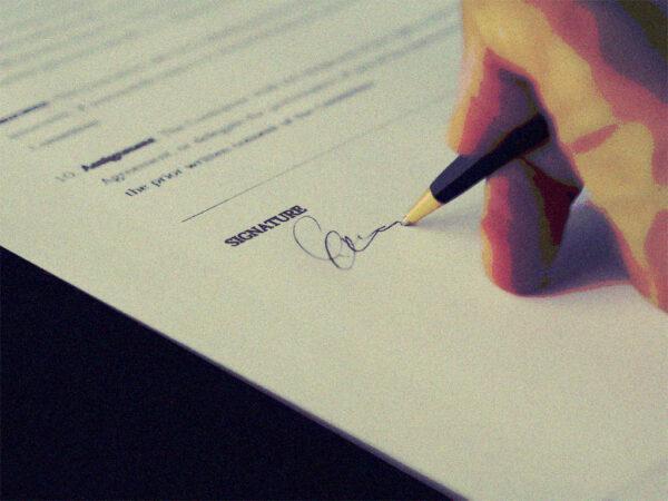 jemand unterzeichnet irgendwas